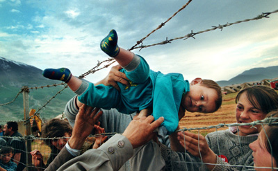 http://www.dpgr.gr/usergalleries/albums/userpics/29769/kosovo_refugee.jpg